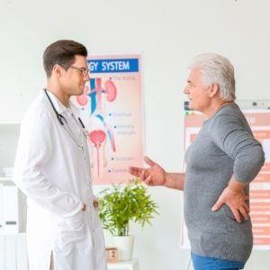 Pacjent rozmawia z lekarzem