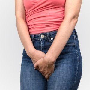 Kobieta ma problem z nietrzymaniem moczu